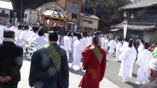 塩釜神社 帆手祭 荒れ神輿の出発。