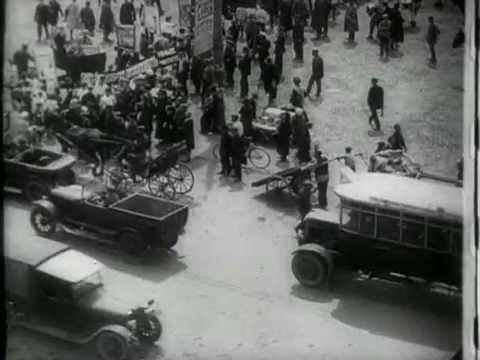 Человек с киноаппаратом (1929)