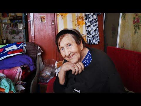 В Астане живет бабушка по имени Анархия. Она любит стихи Есенина и песни Круга