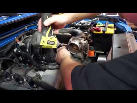 Toyota FJ Cruiser Cleaning the Throttle Body and MAF Sensor.