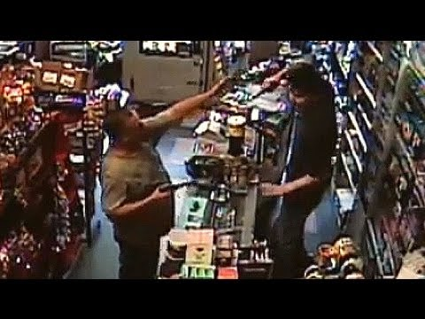 Armed robber meets his match - CCTV streaming vf