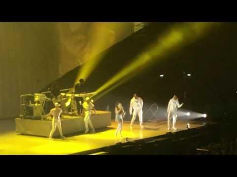 ARIANA GRANDE DANGEROUS WOMAN TOUR PARIS 2017