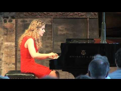 Scarlatti - Sonata K159 in C major played by Veronika Shoot