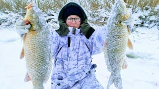 fishing for carp in winter with grabs, fishing for carp 2020, fishing for grabs in siberia. fishing