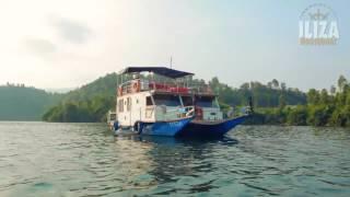 Iliza Houseboat