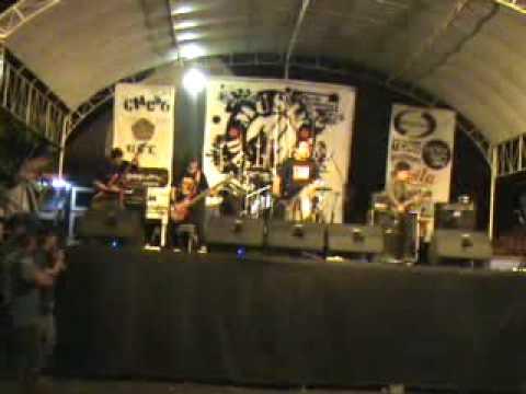 B.A.B.I (Bantu Aku Berdiri) live @ Musik Dewantara