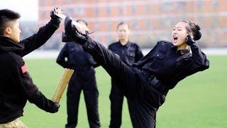 Суровые тренировки стюардесс в Китае