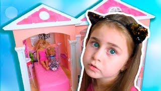 Alika and Max play with doll house by Globiki