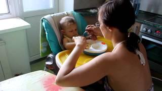 Натуся кушает (10,5 месяцев)
