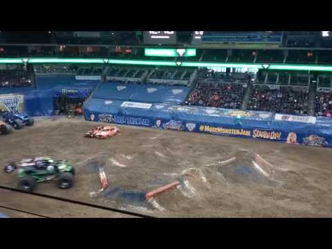 2015 Monster Jam Des Moines, IA Wells Fargo Center Grave Digger Back Flip