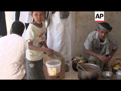 Thousands flee al-Qaida fighting in Yemen