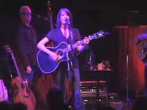 Kathy Mattea. 18 Wheels and A Dozen Roses @ Joes Pub.mp4