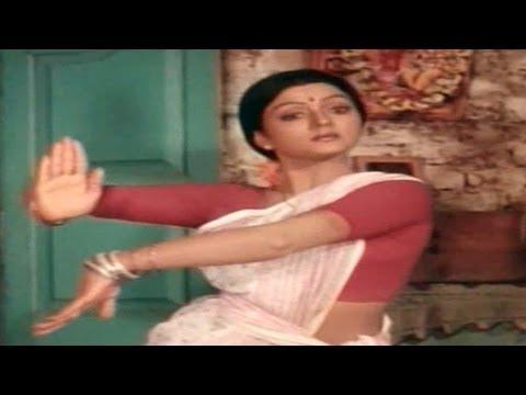 Swarna Kamalam Movie || Koluvye Unnade Video Song || Venkatesh,Bhanupriya