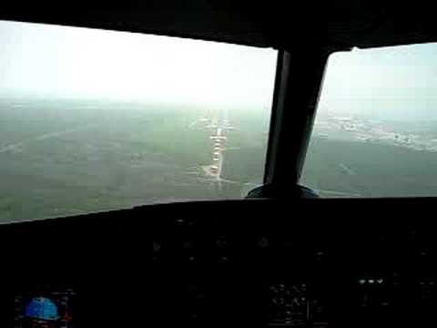 Airbus 320 landing at Mariano Escobedo airport, Monterrey