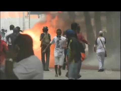 Protesto contra privatização da Cedae termina em confronto no Rio de Janeiro