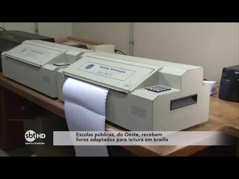 Escolas públicas do Oeste de SC recebem livros adaptados para leitura em braille