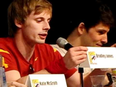 Bradley James at SDCC: innuendos about playing with swords