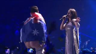 На «Евровидении-2017» зритель снял штаны с трусами перед Джамалой