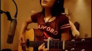 人美歌甜,吉他彈得非常好。