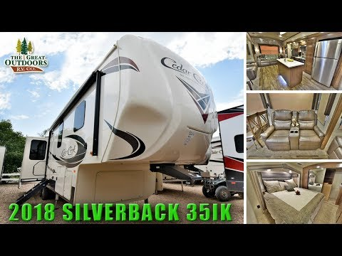 New 2018 Island Kitchen CEDAR CREEK SILVERBACK 35IK Large Bathroom Fifth Wheels Colorado RV