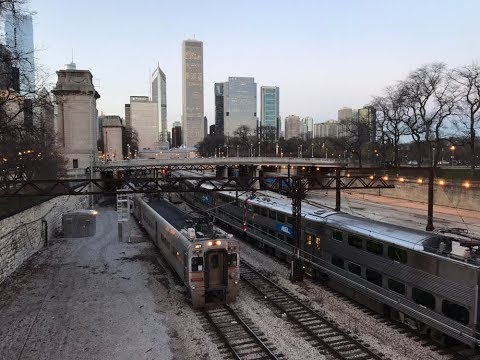 Metra Electric/South Shore rush near Van Buren St., Chicago, IL on 11/24/17.