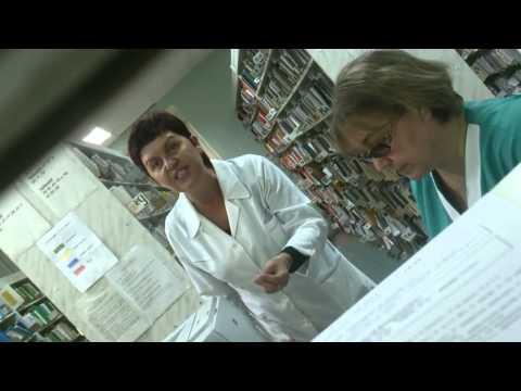 Хамский персонал работает в  регистратуре городской поликлинике №4 Тольятти