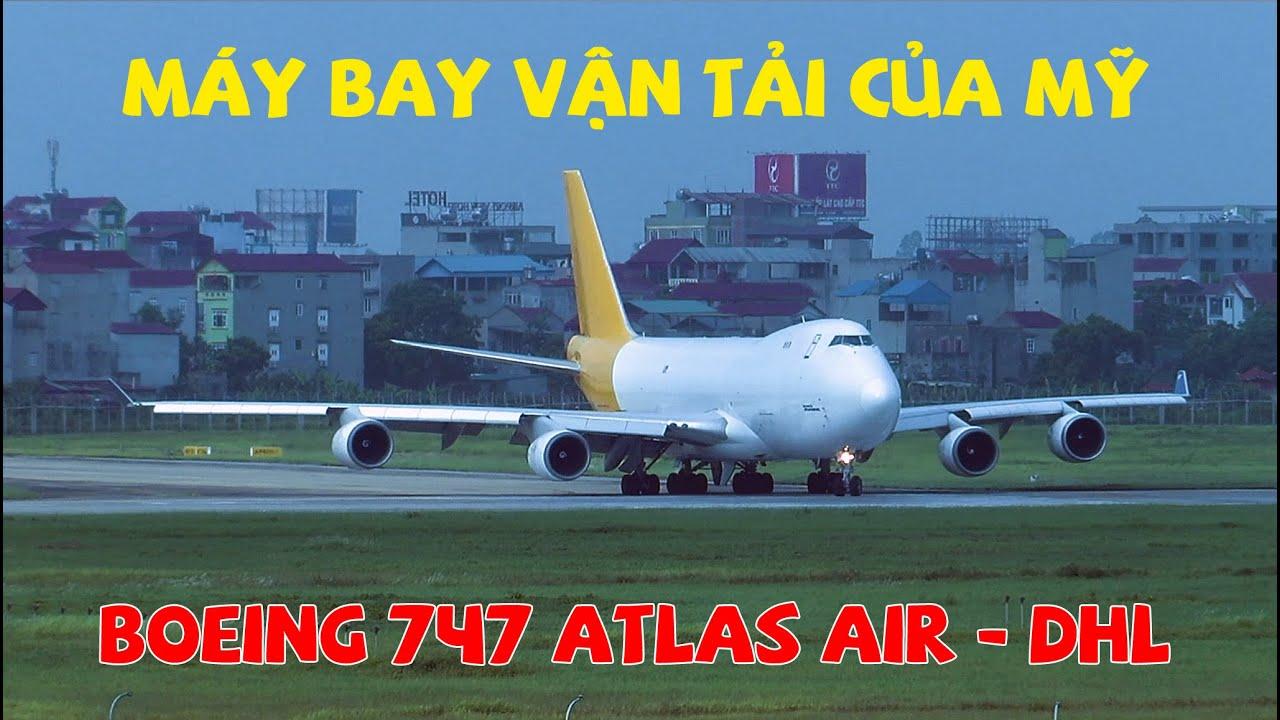 Máy bay vận tải của Mỹ đến sân bay Nội Bài buổi sáng sớm.