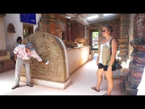 Hilarious Vietnamese tour guide in Myson