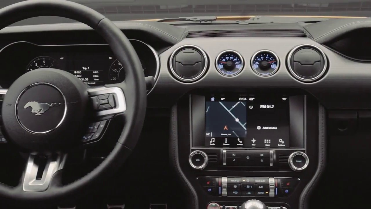 2018 ford mustang el interior con dashboard digital
