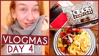 New Scarf, Tree Lights & Parcels • VLOGMAS {DAY 4} Thumbnail