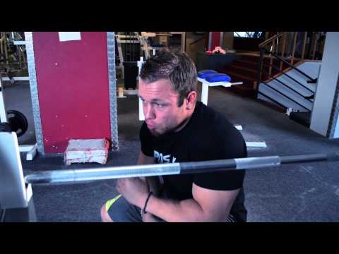 Posilka.cz - Filip Grznár - cvik na triceps tlaky s velkou činkou