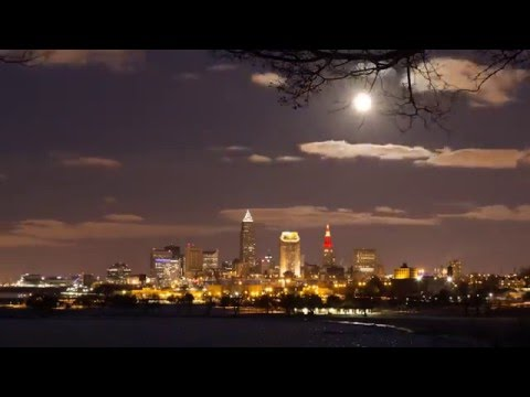 Timelapse Moon Rise over Cleveland, Ohio, USA