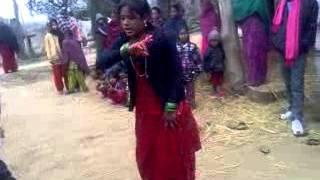 village lady dance in hasino ko aate hai kya kya bahane