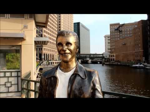 Ben's Tours--Milwaukee Riverwalk