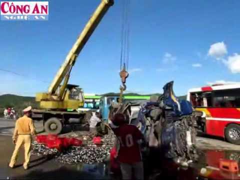 2 người chết kẹt trong ca bin sau tai nạn