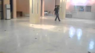 катание на роликовых кроссовках Heelys в драм театре Актау(, 2011-05-24T09:22:40.000Z)