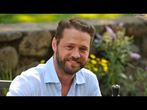 Jason Priestley dishes on Brad Pitt