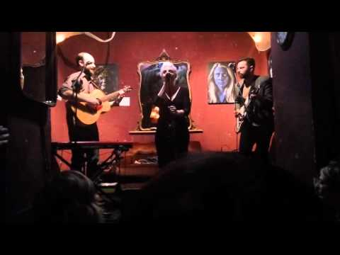 Sara Lov - Animals (2 of 3, Live in Rome, 7 April 2016 Unplugged in Monti)