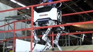 階段もがれきもOKの原発作業ロボ、東芝公開