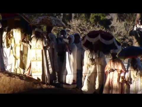 sacerdotes danzando Gedda en Lalibela