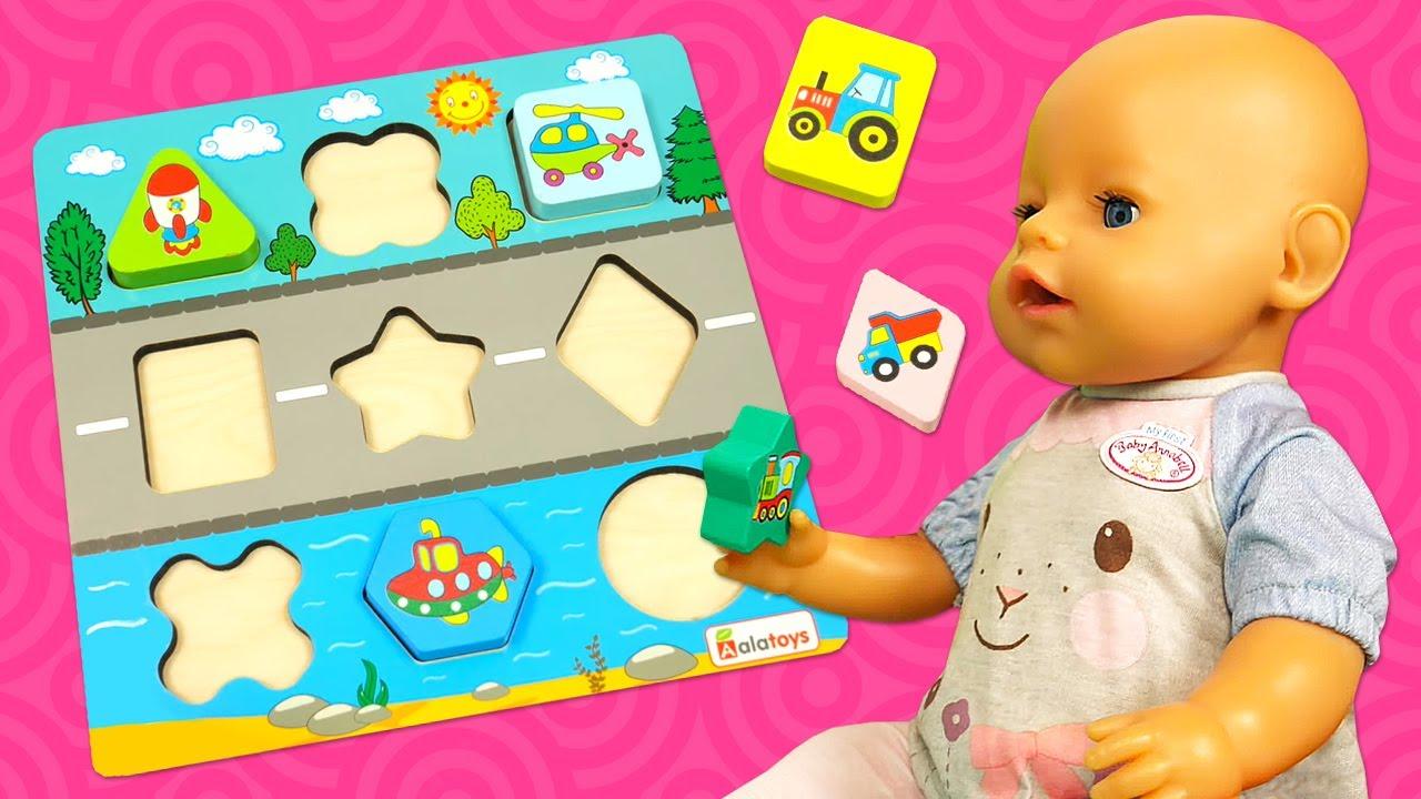 Baby Borns neues Spielzeug. Wir machen ein Puzzle. Lehrreiches Puppen Video für Kinder.
