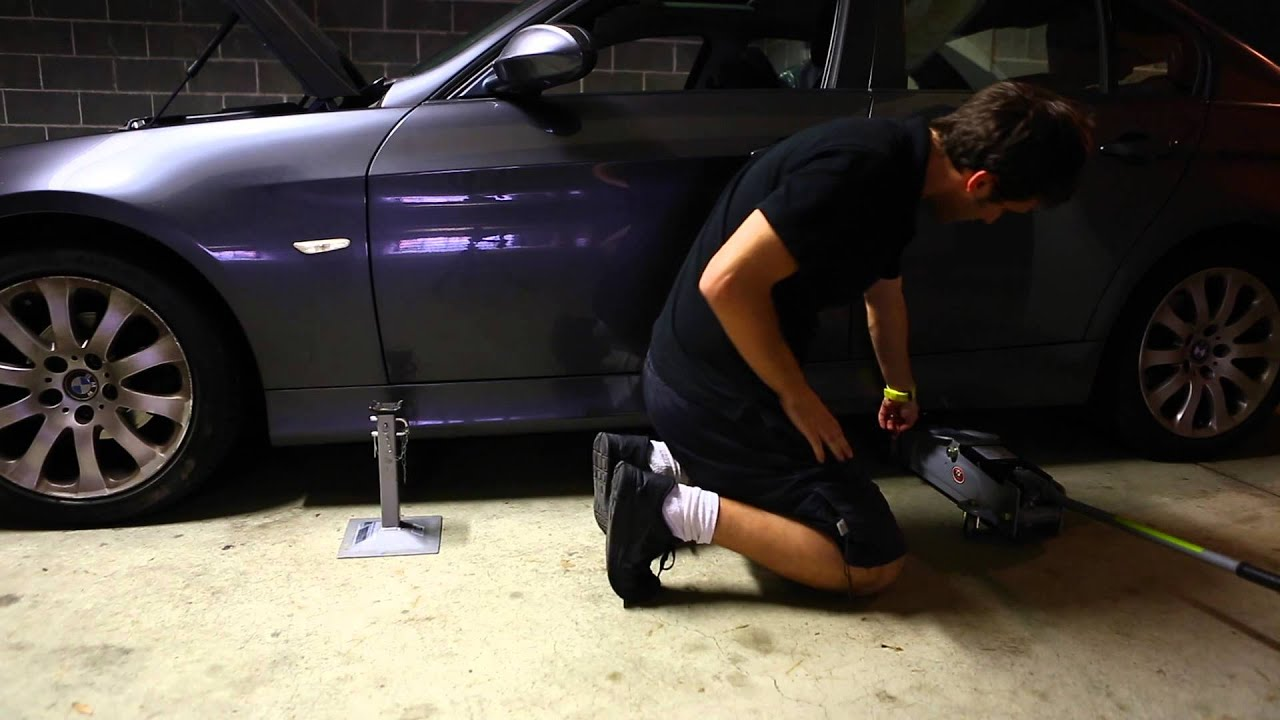 Jacking Up Bmw 320i E90 On Axle Stands Youtube