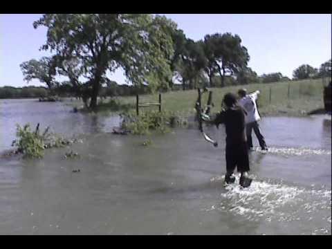 Bowfishing The Flooded Trinity River