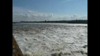 открыли шлюзы на реке -волга(, 2012-04-29T13:21:37.000Z)