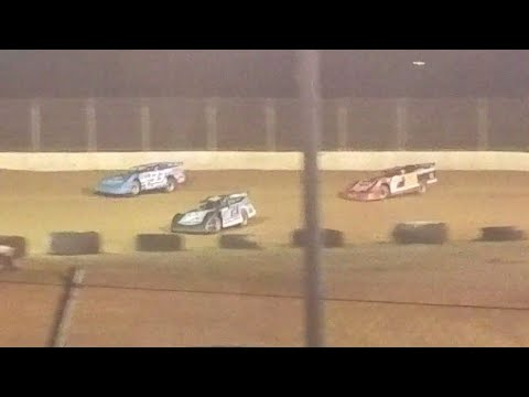 Exciting final restart in super late model feature at Florence Speedway