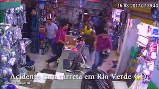 Acidente na avenida Presidente Vargas em Rio Verde