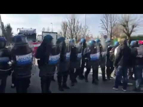 16/03/2017 - Alcar Uno: manganellate, calci e pugni sui lavoratori in picchetto