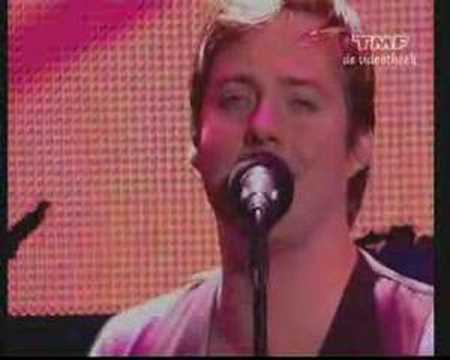 Kaiser Chiefs - Love's Not A Competition