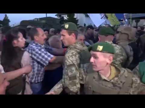 Protesters Rush Mikheil Saakashvili Through Polish-Ukrainian Border Crossing