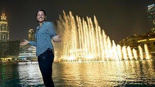 Caroline Garcia Visits The Dubai Fountain Boardwalk
